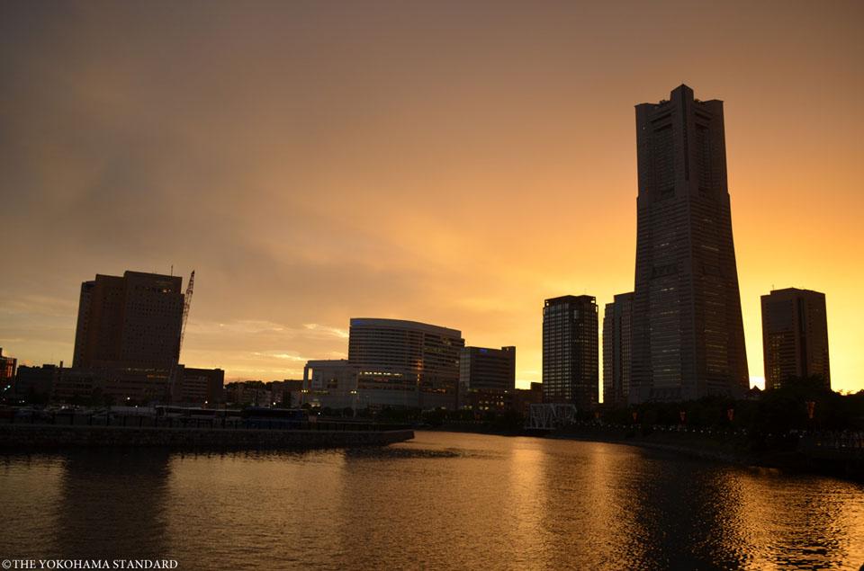 運河パークの夕陽1-THE YOKOHAMA STANDARD