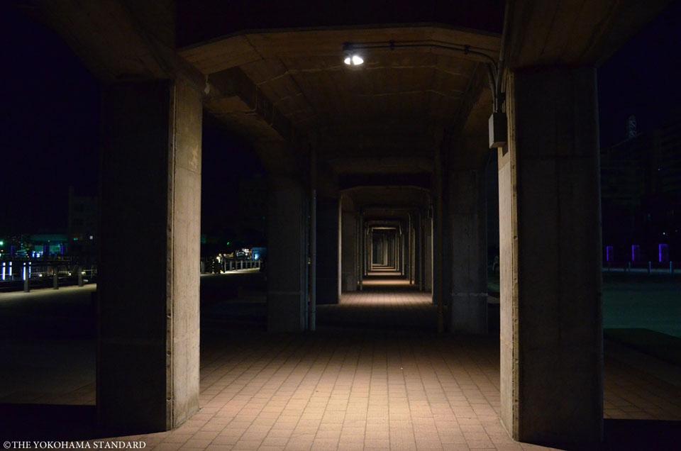 山下臨港線プロムナードの高架下-THE YOKOHAMA STANDARD