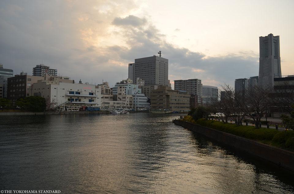 新港橋からの眺め-THE YOKOHAMA STANDARD