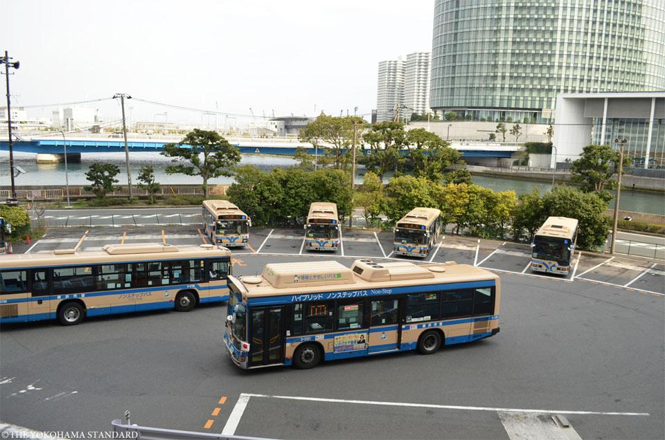 横浜駅東口市営バス待機所-THE YOKOHAMA STANDARD