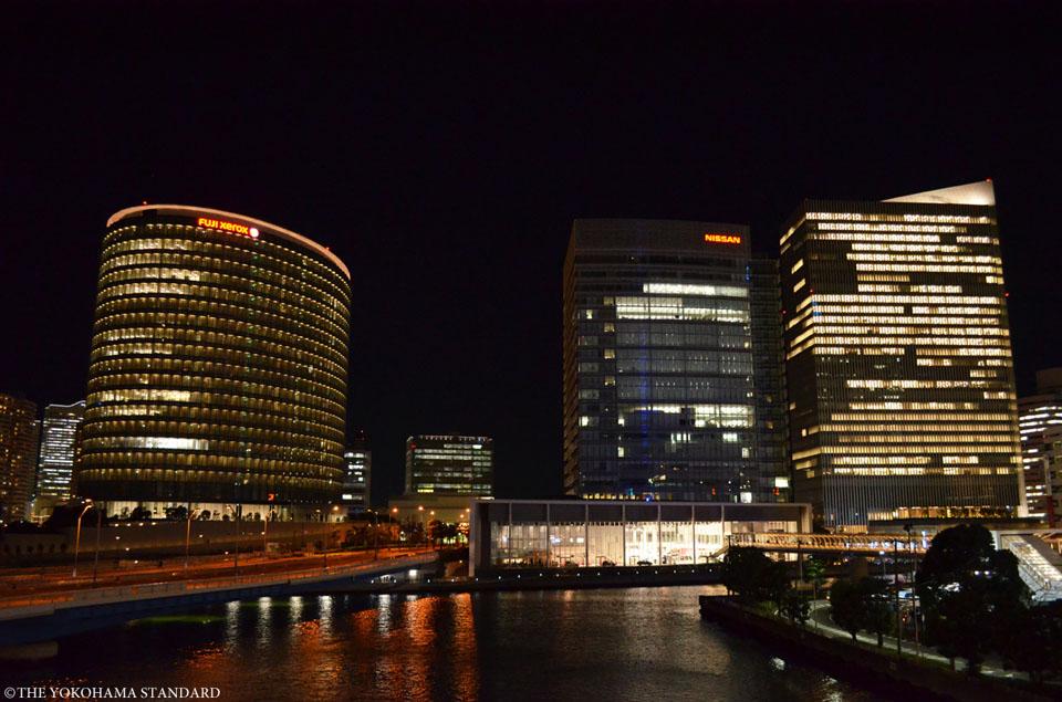 夜のオフィスビル群-THE YOKOHAMA STANDARD