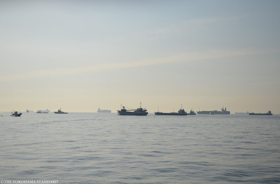 大黒埠頭から眺める朝の横浜港-THE YOKOHAMA STANDARD