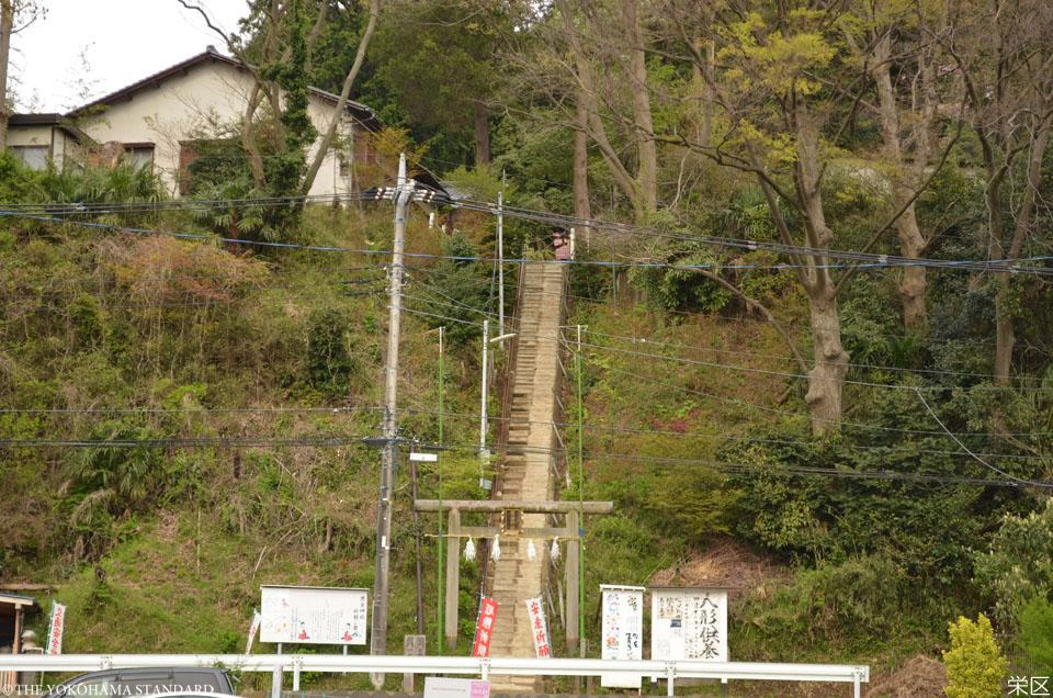 9栄区・思金神社の参道階段-THE YOKOHAMA STANDARD