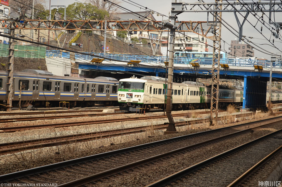 5神奈川区・青木橋と踊り子号-THE YOKOHAMA STANDARD