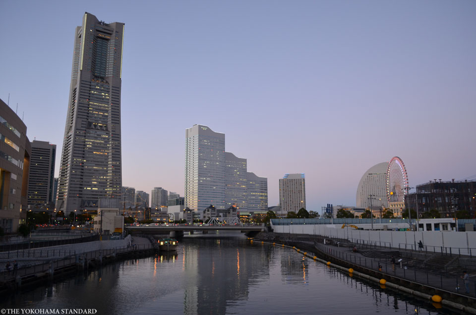 弁天橋から眺める夕暮れのみなとみらい-THE YOKOHAMA STANDARD