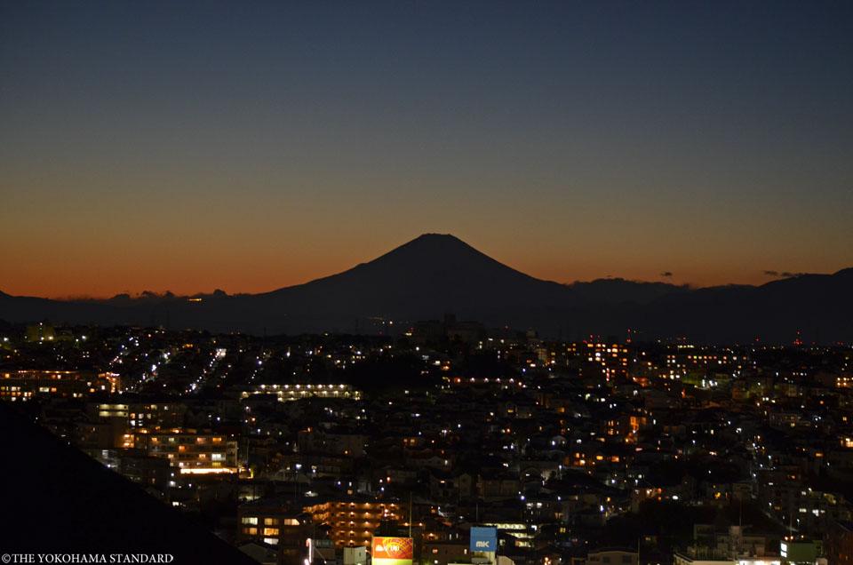 横浜から望む富士山 上大岡真光寺-THE YOKOHAMA STANDARD