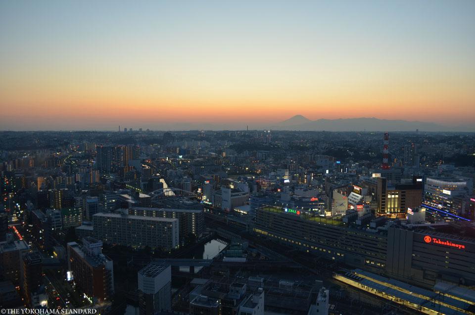 横浜スカイビルから望む富士山