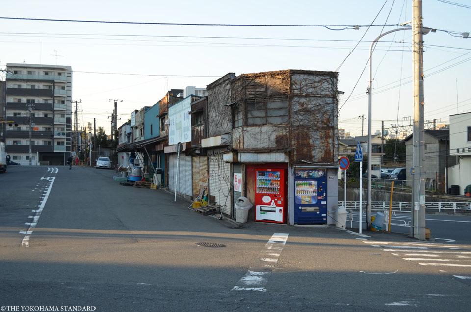 宝町踏切界隈1-THE YOKOHAMA STANDARD