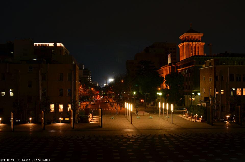 夜の日本大通りと象の鼻パーク-THE YOKOHAMA STANDARD